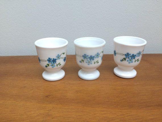 3 COQUETIERS fleuris |ARCOPAL | Motifs Myosotis bleues Veronica | Vintage retro | Oeufs à la coque cuisine décoration