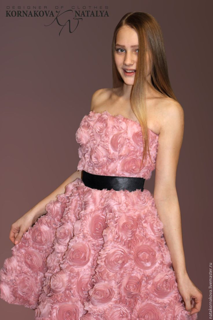 Купить или заказать Выпускное корсетное платье в интернет-магазине на Ярмарке Мастеров. Выпускное платье для романтичной,нежной девушки из шикарной ткани цвета 'Пыльная роза'. Платье корсетное,на шнуровке для регулировки размера. На талии чёрный корсажный пояс,который подчёркивает изящную талию. Пояс украшен сзади бантом с длинными завязками.Юбка-солнце на подъюбнике из плотного атласа и евро-сетки в тон платья.ЮБка на молнии. Платье подойдёт для Выпускного вечера,для романтичного веч...