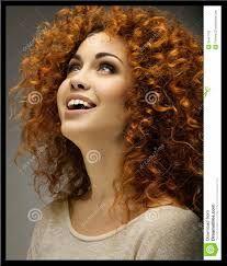 Afbeeldingsresultaat voor fijne krullen voor halflang haar
