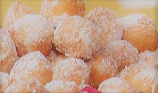 Le prime ricette de#laprovadelcuoco!!! Solo su#cuochipercaso #torte#annamoroni #antonellaclerici  Cuochi per caso...o per forza!!: Castagnole alla ricotta di Anna Moroni