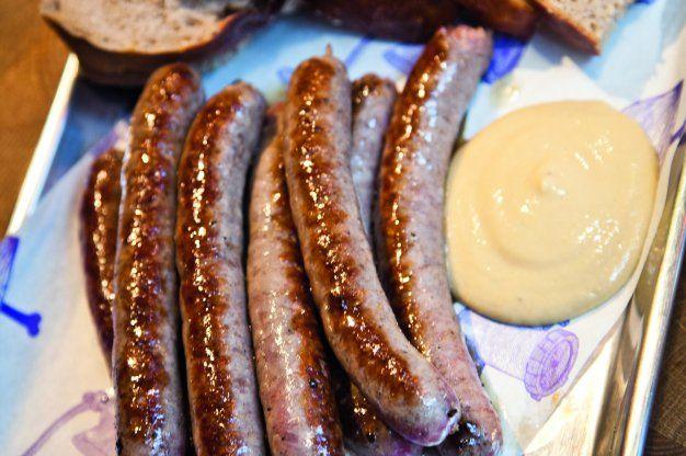Konečně si můžete udělat čerstvé klobásky doma i vy! Potřebovat budete jen střívka a mlýnek, dobré maso a pár dalších surovin.MASO