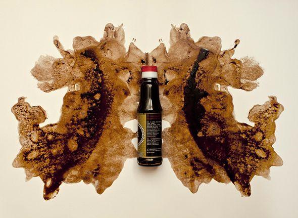 Ispirandosi al celebre test psicologico di Rorschach la fotografa Esther Lobo ha creato una serie di macchie utilizzando al posto dell'inchiostro vari alimenti tra cui gelato, salsa di pomodoro, senape e cioccolata.