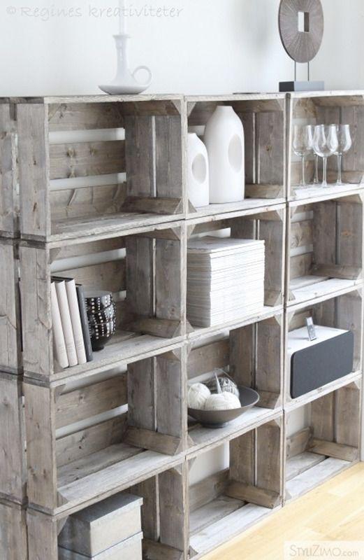 En Cityclectic Design nos muestran este mueble creado con doce cajas de madera exactamente iguales, que se sostienen gracias al propio peso de los objetos colocados -estratégicamente- en su interior. Nos gusta el carácter rústico de las cajas y su mezcla con los objetos sencillos y de toque industrial. Un mix&match de lo más acertado. Piensa en el tuyo.