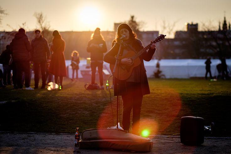 singing in the sun  Fujifilm X-T1  (c) Andi Weiland (CC by nc)