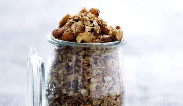 Opskrift på granola med tørrede frugter og nødder