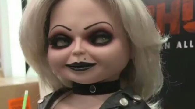 Reposted via @manifestmakeup . Tiffany Bride Of Chucky Makeup Tutorial!  I Had So much Fun Creating This Look! @michaeltoddbeauty @ultabeauty @bedbathandbeyond @rileyrose Hope You Guys Like it! All Makeup Details Are In My Previous Post!  #michaeltoddbeauty #31nightsofsonicblend #sonicblend #ulta #ultabeauty #makeuptutorial #makeupvideo #halloweencostume #halloweenmakeup #meltdarkmatter #meltcosmetics #wetnwildbeauty #tartecosmetics #pawpalette #nyxcosmetics #videostutoriales…