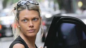A un mes de dar a luz, reapareció la novia de Daniel Scioli: sin maquillaje y con un look muy canchero, lució su silueta postparto