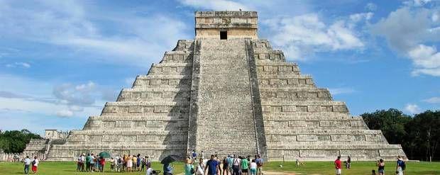 Pyramiden El Castillo har 91 trin op til plateauet på toppen.