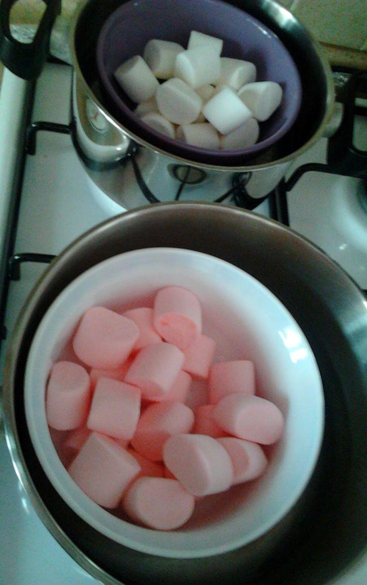 Boş Uğraşlar Müdürü: Marshmallowdan Şeker Hamuru Yapımı ve Kurabiyeler