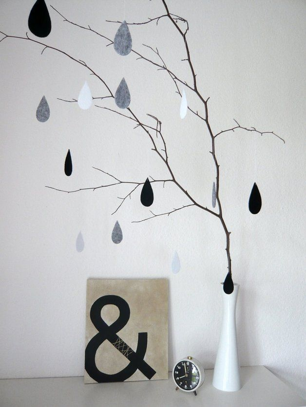 Monochrome Regentropfen aus Filz als Wohn- und Fensterdeko / little raindrops made of felt, living accessory by Raumgefluester via DaWanda.com
