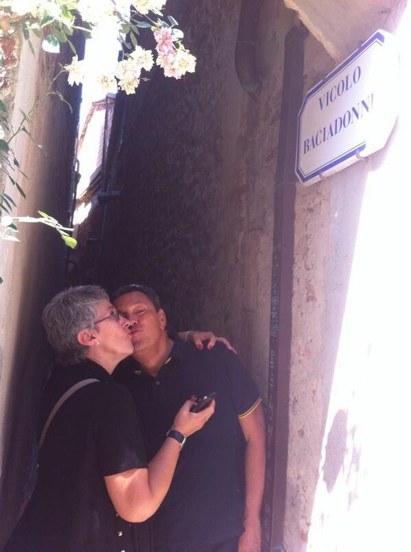 Saluti e Baci dal vicolo Baciadonne. #AlTrasimeno con @AzzetaZeta foto di @UmbriaTourism