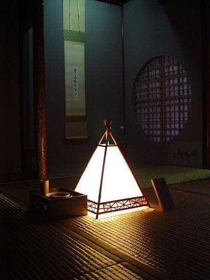 Japanese lantern - Meditation - Kanazawa, Japan by aerdeyn on Redbubble.com きれいなランプです。和風には珍しい形です。常夜灯でしょうか?