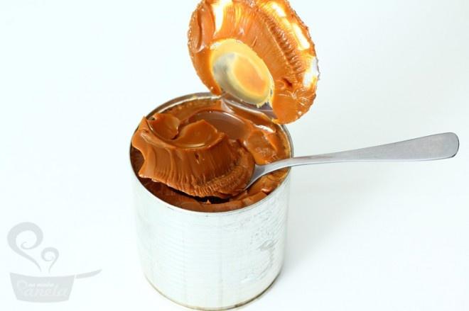 doce-de-leite na pressão. Pode deixar a água só cobrindo a lata. Deixar 20 min e deixar esfriar à vontade já deixa o doce bemm consistente!