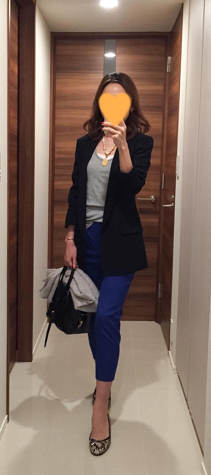 Black jacket: SISLEY, Grey tank: GAP, Blue pants: Nolley's, Bag: Tod's, Flats: Fabio Rusconi