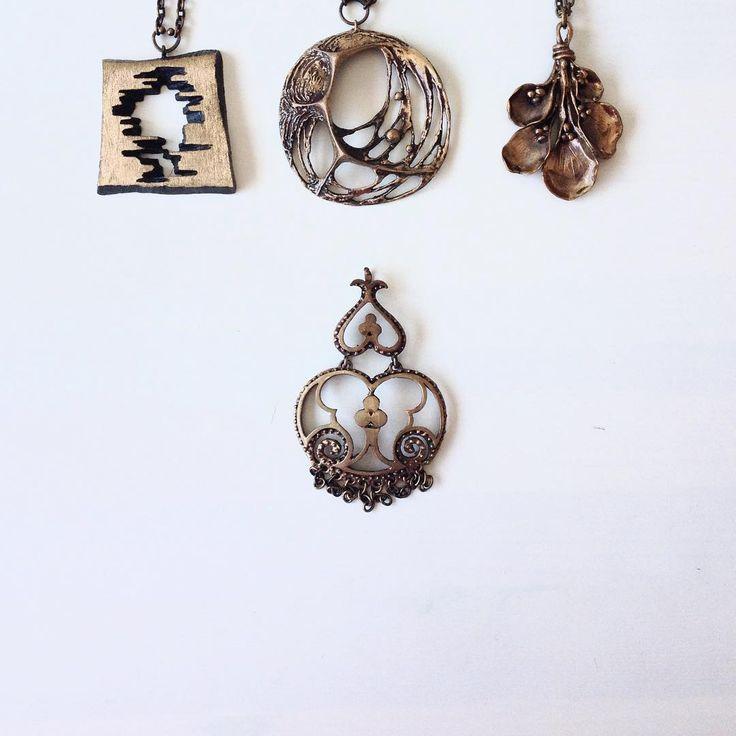 Some Finnish bronze flavor from 70s. #finnishdesign #finnishjewelry #nordicdesign #nordicjewelry #scandinaviandesign #scandinavianjewelry #finnishdesigner #KarlLaine #hannuikonen #valokoru #forestinspired #modernjewelry #handmade #suomalainen #koru #vintage #finnishstyle #nordicstyle #fashionaccessories #trend #70s #bronzejewelry #madeinfinland