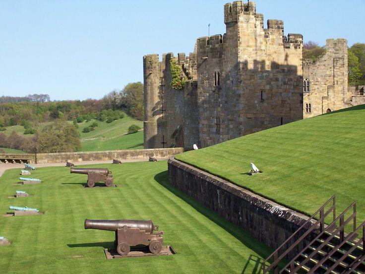 Alnwick castle  -antique cannons -