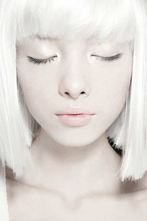 comparison of themes white haired girl De-tangling racism: on white women and a cornucopia of black girl hair on white women i do my damnedest not to be racist or pass on racist ideas or.