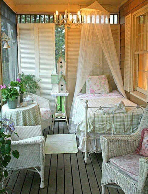 Lovely sleeping porch (gingham & shabby chic)! | Cottage Shabby Decor…