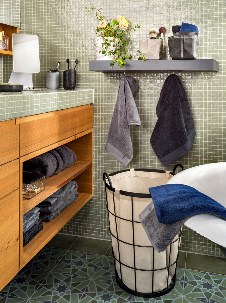Micasa Badezimmer mit Wäschesammler SERENA und Frottierwäsche HORACIO (in verschiedenen Farben erhältlich)