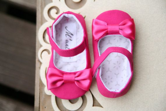 Zapatos de bebé de color de rosa caliente por MartBabyAccessories