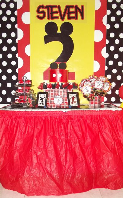 Mickey Mouse Party #mickeymouse #party @Jennifer Schmutz we could totally craft this!