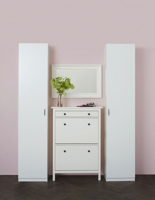 The adjustable shelves can be adapted to flats, heels and tall boots, while a more shallow shoe cabinet between them is perfect for sandals and slimmer shoes. PAX/IKEA