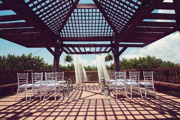 Find intimacy, elegance, and peace at Grand Hyatt Tampa Bay.