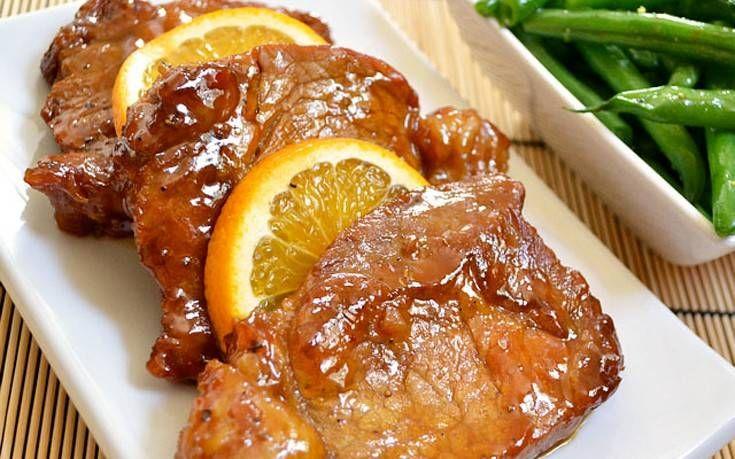 Υλικά για 8 - 10 άτομα   1 χοιρινό μπούτι (4 κιλά)  1 κουταλιά της σούπας ολόκληρα γαρίφαλα (καρφάκια)  Χυμό από 2 πορτοκάλια  Ξύσμα από...