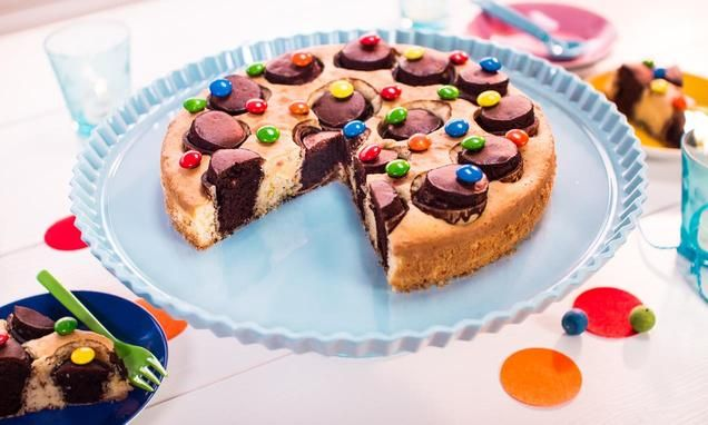 Kinder-Party-Kuchen                              -                                  Ein witziger Marmorkuchen mit Waffelbechern für den Kindergeburtstag