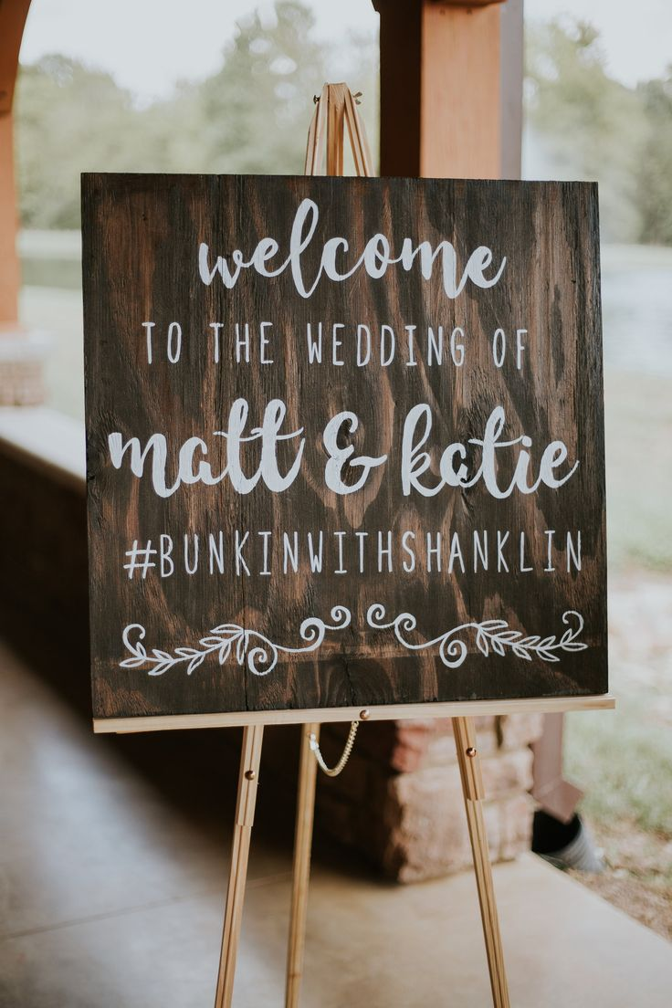 Dark wood welcome sign, wedding hashtag // Erin Turner Photo