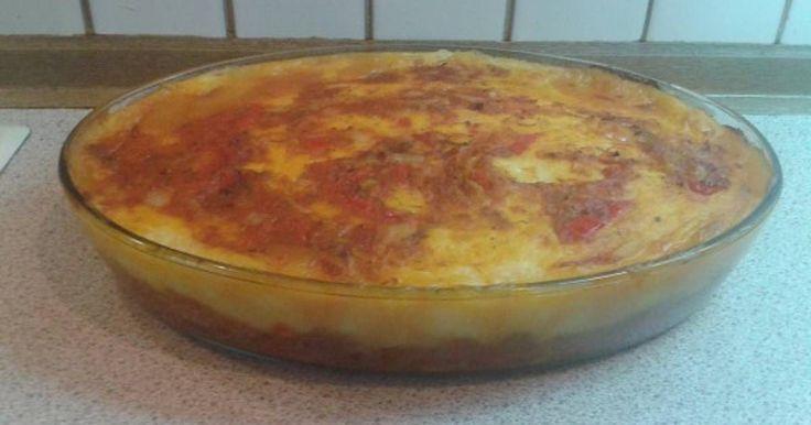 Εξαιρετική συνταγή για Μοσχαράκι κοκκινιστό με πουρέ στο φούρνο. Ένα κοκκινιστό που το κάνω πάντα όταν έχω τραπέζι και δεν μένει ούτε βουκιά. Λίγα μυστικά ακόμα Αν θέλετε μπορείτε να βάλετε λίγη τριμμένη παρμεζάνα από πάνω πριν το βάλετε στο φούρνο.