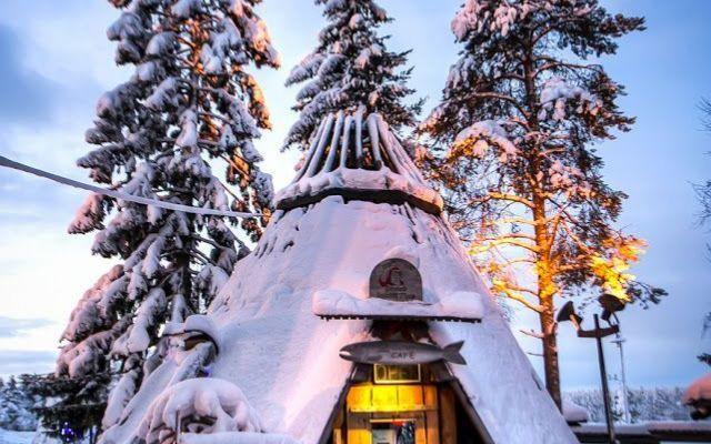 Rovaniemi - Santa Claus: Babbo Natale ti aspetta in Lapponia! Ci sono le renne con la slitta, la cucina di pan di zenzero, il laboratorio segreto degli elfi e tanto altro: è il villaggio di Santa Claus a Rovaniemi, in Lapponia. Nella provincia più settentrional #rovaniemi #babbo #natale #lapponia