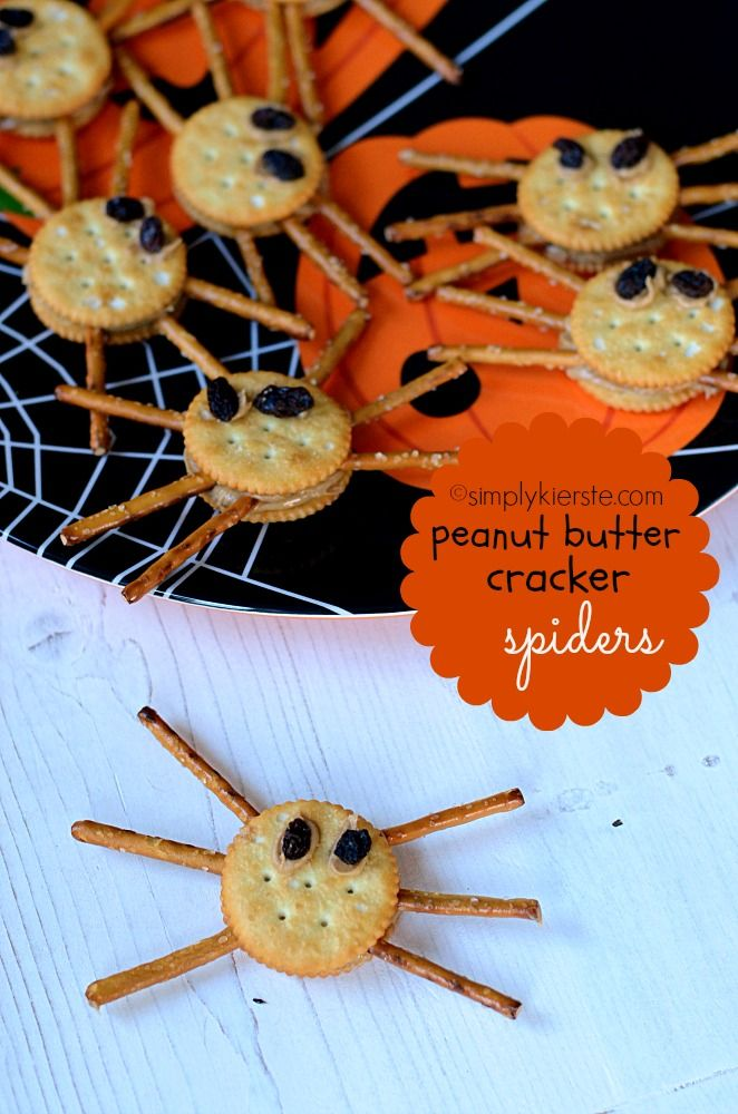 Super cute Peanut Butter Cracker Spiders!!  Fun for kids to help make, and to eat, and great for classroom parties and snacks.  **options are included for peanut allergies** #halloween #halloweenfoodforkids #simplykierste