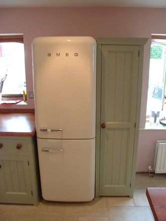 would love this fridge- either in cream, duck egg blue or pink!