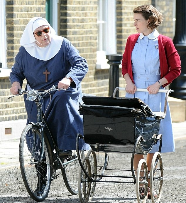 Re-Living the Fifties for Pam Ferris and Jessica Raine in 'Call the Midwife' - There is always something new and something to look forward to when it comes to the Call the Midwife television series. The said series have been gaining popularity an