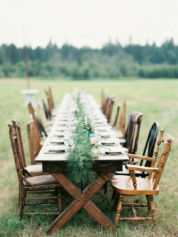 A field wide reception with flora & fauna by @atticrentals
