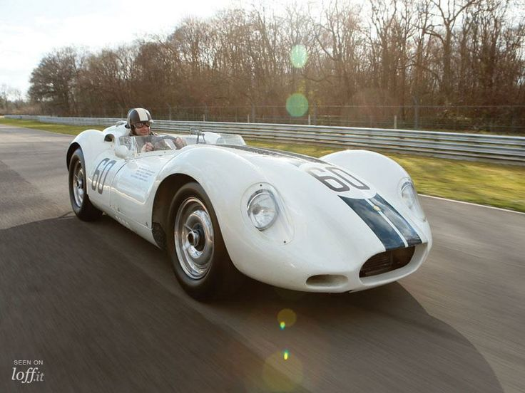 1'5 millones por el Lister-Jaguar 'Knobbly'.
