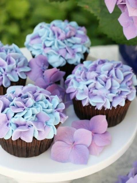 Easter Cupcakes Hydrangea Cupcakes; pretty for weddings, too.