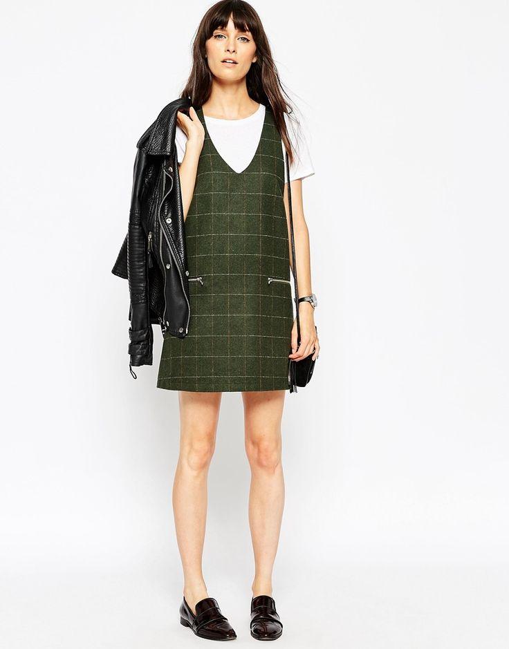 Imagen 4 de Vestido estilo pichi a cuadros con bolsillos con cremalleras de ASOS PETITE