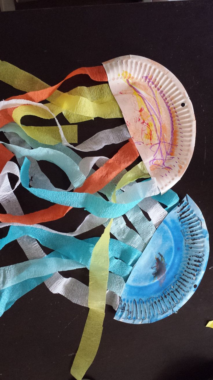 Paper Plate Jellyfish - Fun Family Crafts