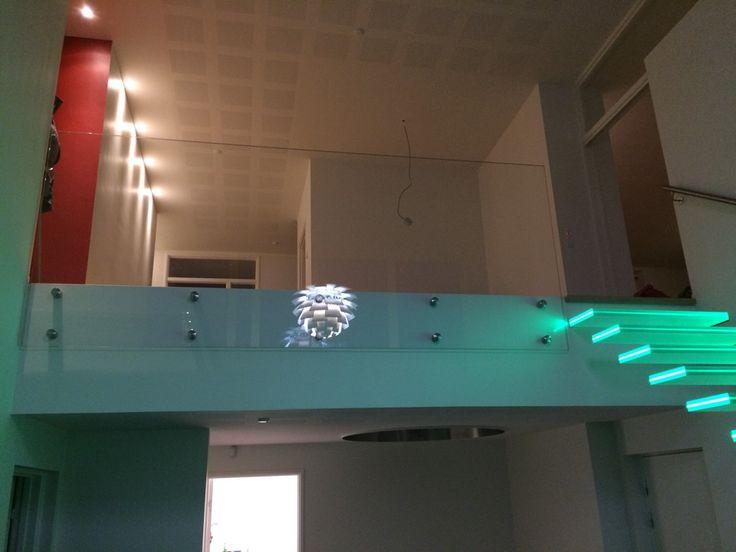 Svævende glastrappe til privat hjem lavet af Glaseksperten