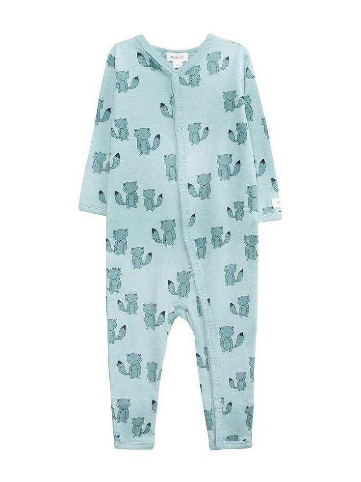 NewbieEn mönstrad pyjamas i mjuk, ekologisk bomull. - Tryckknappar fram och längs med ena benet- Lång ärm- Liten Newbie-applikation vid ärmslut- 100% ekologisk bomull