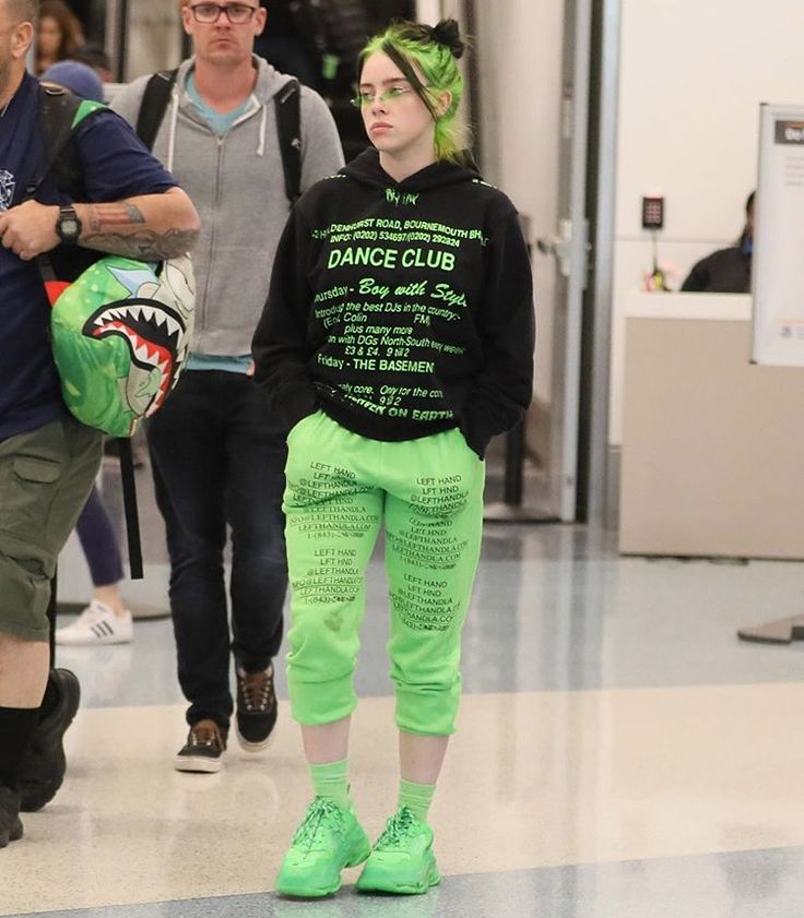 @billieeilish shows off her new green hair after arriving in Los Angeles #BillieEilish Photos: BackGrid