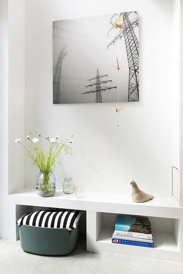 Gestuct meubel op om te zitten en om accessoires te etaleren. Ontwerp BNLA architecten | Fotografie Jansje Klazinga