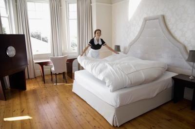 Cómo transformar las sábanas tamaño queen en ropa de camas dobles | eHow en Español