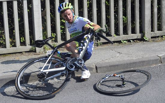 A snapped fork on one of Orica GreenEDGE's sh*t Scott bikes?! Oh dear, I guess they're going to have to switch to a premier botique brand like Cannondale, Bianchi, or LOOK for some decent bikes!