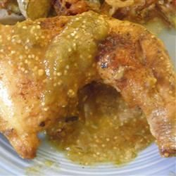 Pollo en salsa verde estilo mi suegra @ http://allrecipes.com.mx