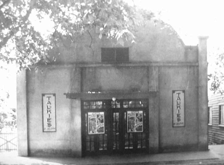 https://flic.kr/p/mkeo7j | Pic theatre c.1940 | Marysville theatre