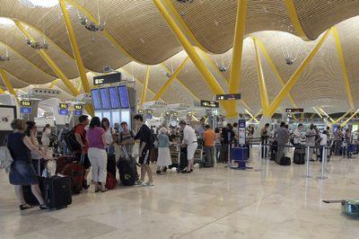 El aeropuerto de Madrid- Barajas pasará a denominarse Adolfo Suárez, Madrid- Barajas — en http://www.revcyl.com/www/index.php/politica/item/3174-el-aeropuerto-de-madrid-barajas-pasar%C3%A1-a-denominarse-adolfo-su%C3%A1rez-madrid-barajas.