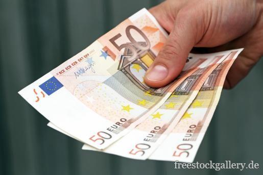 50 Euro Scheine in einer Hand